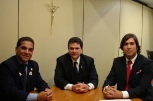 Louro do Juá, André de Paula e  Severino Bezerra Neto conversam sobre atenção aos município