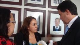 Elba Lúcia Cavalcanti, presidente do Conselho Regional de Farmácia/PE e a vice-presidente, Rosalina dos Santos de Moraes, pedem apoio à categoria.